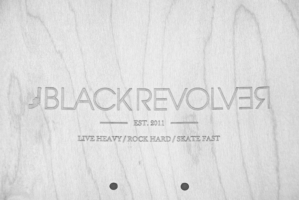 Black Revolver engraved / grabado tabla bw